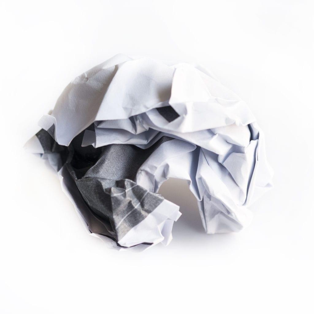 Mảnh giấy nhàu nát.